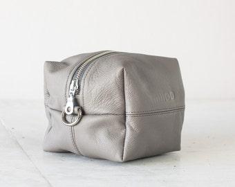 Light grey leather makeup bag, beauty case accessory bag vanity storage utility bag beauty storage case diaper zipper pouch-Cube