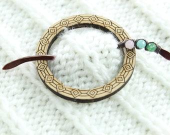 Penannular wooden shawl pin, scarf pin with beaded pin stick - Wood shawl pin - Cardigan clasp - Penannular pin - SP043