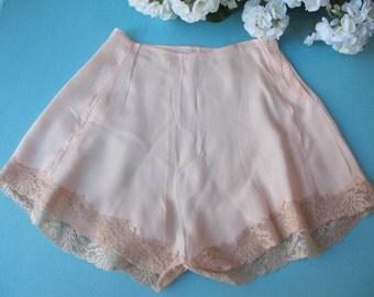 Tap Pants 1930s Vintage Panties Underwear Dainty Peach Rayon Crepe Ecru Alencon Lace Bias Cut Unworn Lingerie
