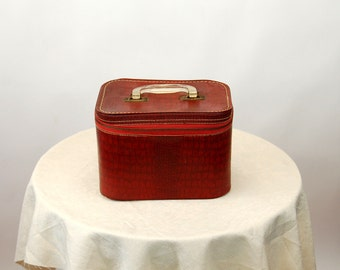 1950s train case small suitcase red zippered case toiletry case makeup case