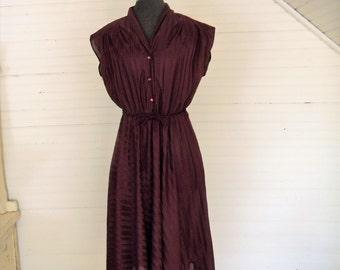 Vintage Dress, Size Medium Polyester Casual Dress, 1980s 1990s Short Sleeve A Line SKirt Purple Plumb Day Dress, Easter Dress, Summer Dress