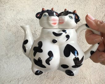 Vintage cows hugging creamer, ceramic cow pitcher, cows figurine collectible creamer cow lover gift, vintage creamer, cow gift, cow decor