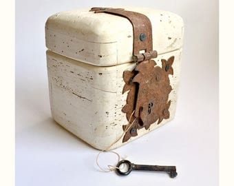 Antique Worm Wood Box, Lockable Worm Wood Strong Box, White Washed Wormwood Treasure Chest, Worm Wood Chest, Wood Lock Box with Skeleton Key