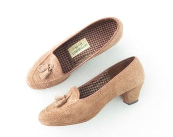 SALE Vintage 70s Shoes * 1970s Loafer Heels * Suede Pumps * Tassel Fringe * size 6.5 / 37