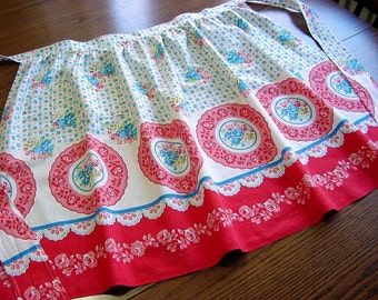 Lg Vintage 50s Handmade FEEDSACK Half Apron -Roses, Roses, Roses Red & Blue -Border Fabric Original Feed Grain Sack Stitching Marks EC