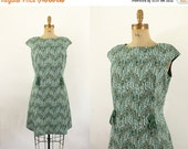 60s dress  - 1960s green shift dress - cap sleeve - zig zag print -xl xlarge