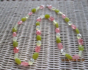 471  Green pink and clear handmade beaded necklace