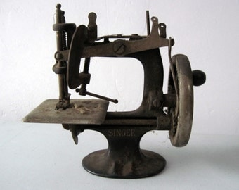 Antique childs Singer Sewing Machine
