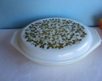 Vintage Yellow Olive Verde Divided Pyrex Casserole Dish - 1 1/2 Quart - Green Blossom