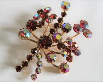Vintage red crystal brooch. Red rhinestone brooch.  Vintage jewellery. Aurora borealis brooch.