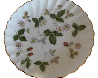 Wedgwood Wild Strawberry Templeton Tray, Small Trinket Dish, Scalloped, Gold-Rimmed Edge, Bone China Porcelain, Vintage