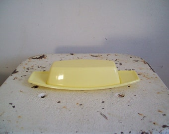 Vintage Mid Century atomic style butter dish by Rubbermaid stick butter creamy yellow great condition