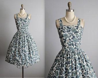 50's Floral Dress // Vintage 1950's Floral Print Cotton Summer Garden Party Full Dress M