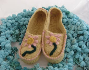 Pale Yellow Wool Knit Felted Moccasin Slipper Ladies Sizes 5, 6, 7, 8, 9, 10,  Made to Order, Daisy Design, Cozy Handmade Slippers, Wool Moc