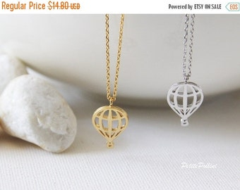 Hot Air Balloon Necklace in Silver/ Gold. Collar Necklace. Nature. Sky. Cute and Sweet. Birthday Gift (PPNL-137)