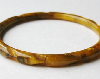 Vintage 40s Carved Caramel Mottled Yellow Butterscotch Bakelite Bangle Bracelet