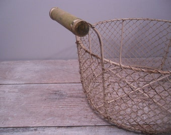 rustic metal wire basket / round handled basket / farmhouse style