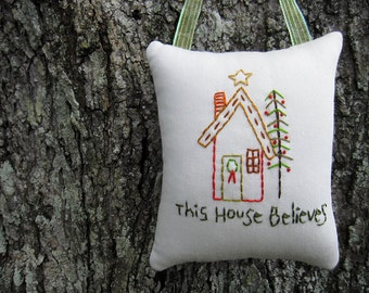 Believe in Santa, Primitive Christmas Ornament, This House Believes Decoration, hand embroidery stitchery, red green, home holidays, PRIM