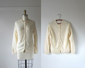 SALE vintage 1950s sweater / Little Snowdrops / 50s bead cardigan