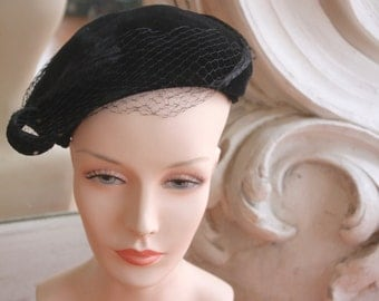 Vintage 1950s Black Velvet Hat with Netting