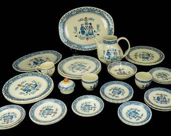 c1974-89 Johnson Brothers Hearts & Flowers Old Granite 35 pc China Set England Pennsylvania Dutch