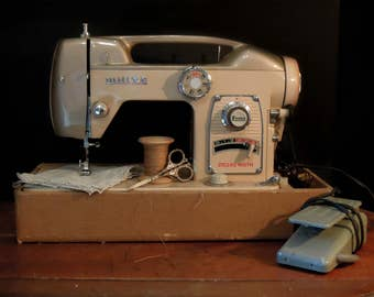 Vintage White Sewing Machine / Model 764 / Fairlady Sewing Machine /  World's Fair 1964 White Sewing Machine / Atomic Age