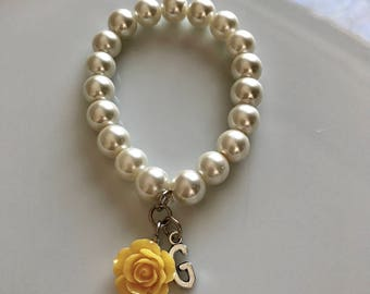Ivory pearl bracelet with letter and yellow rose, initial bracelet, personalized jewelry, bridal bracelet, bridesmaids bracelet