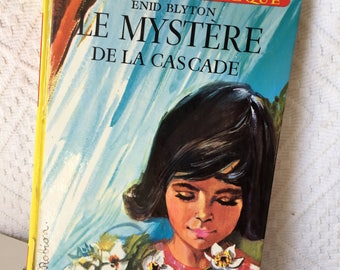 Gift For Mom, Bookworm, Gift for Her, Vintage Enid Blyton Story, French Language book, book lover gift, papercrafting, gift for grandma,1962