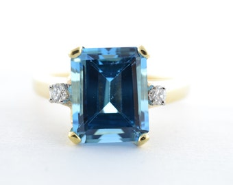 14K Yellow Gold Swiss Blue Topaz and Diamond Three Stone Ring - Size 6.5