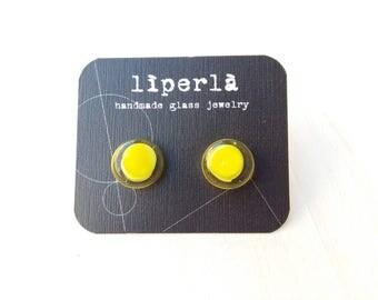Circle stud earring - Neon yellow Stud earrings - Lemon yellow studs- Neon yellow earrings - yellow glass stud earrings