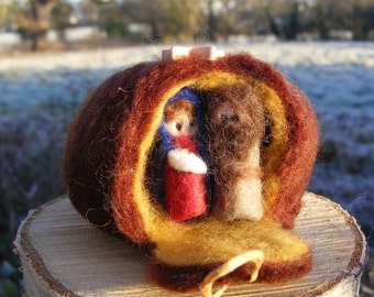 Mini Felted Nativity, Mary, Joseph and Baby Jesus in a stable - waldorf style Christmas decortaion