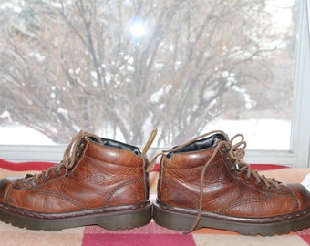 Vtg. Dr Martens Womens leather Short Boot / shoe made in England Air Wair sz 7.5 US