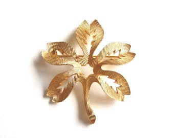 Vintage Crown Trifari Leaf Brooch Gold Tone Textured Cut Out Large Signed Collectible Fashion Jewelry 1960s