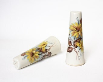 Vintage Salt and Pepper Shakers. 1960s Cruet Set. White Yellow Brown teal Floral Ceramic Serving. Rustic Kitchen