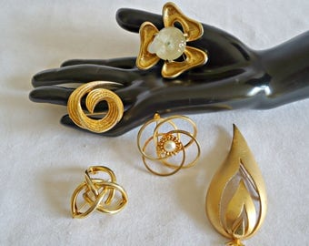 5 Vintage Brooch Pins Brooches Brooch Sarah Coventry Lucite Gold tone  Lot D