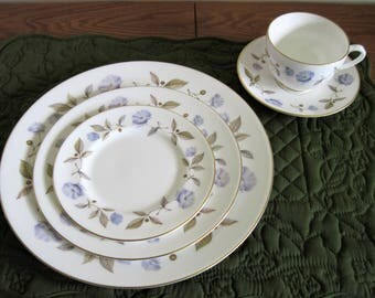 Vintage Royal Worcester England 5 Piece Place Setting, Blue Poppy Pattern, Circa 1963