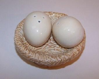 Salt Pepper Shakers Eggs in Nest Sakura Ceramic
