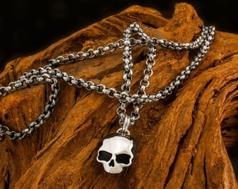 Handmade 925 Sterling Silver Death Mask Skull Pendant on a Heavy Belcher Chain Necklace