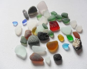 Seaham beach pretty sea glass and pebble mix - 39 pc mixed sizes and some rarer shades