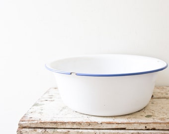 White Enamel Bowl Large Metal Vintage Bucket Container Vintage Bowl with Handle Graniteware White Veggie Container Vegetable Garden Holder