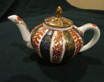 Miniature Teapot, Meissen Teapot, Victoria and Albert Museum Collection, Tea for One, British High Teapot
