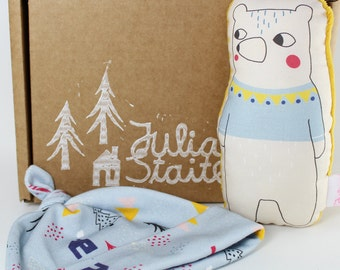 Forest Friends Gift Box - Rattle and baby hat