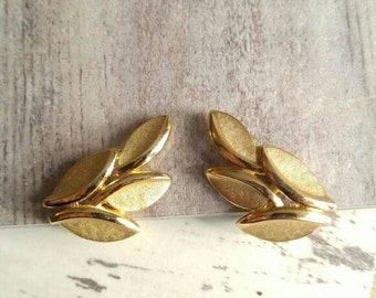 Vintage Crown Trifari leaf earrings gold tone clip