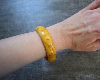 Bakelite bracelet . vintage yellow marbled Bakelite bangle