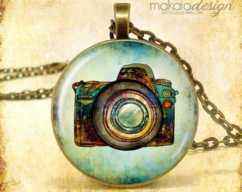 "Photographer Photgraphy Art Pendant Necklace (Approx 1.5"" diameter) with 24"" Chain, Nickel Free"
