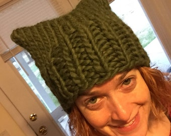 GREEN Pussyhat: bulky yarn olive green