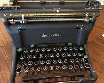 1940s UNDERWOOD TYPEWRITER