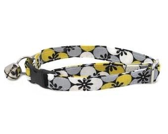 Garden in Grey and Yellow adjustable breakaway cat collar