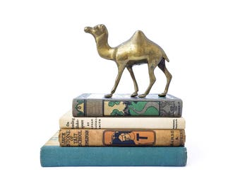 Vintage Brass Camel Figurine Paperweight Mid Century Brass Shelf Decor Brass Statue Zoo Animal Home Decor Egyptian Souvenir Boho Home Vibes