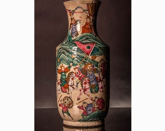 Chinese Nanking Vase crackle glaze with warrior scene